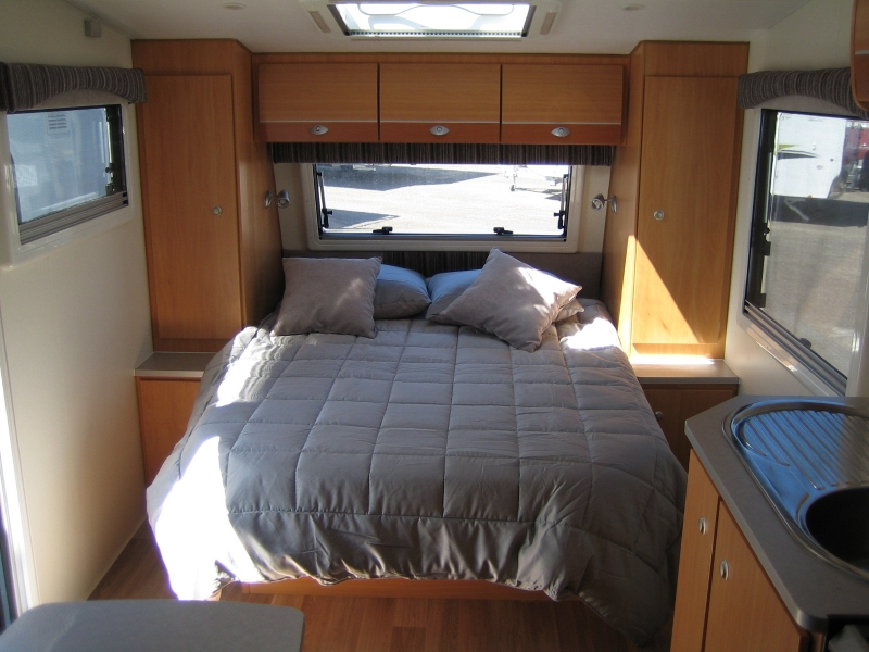 Avan Aspire 555 caravan bed