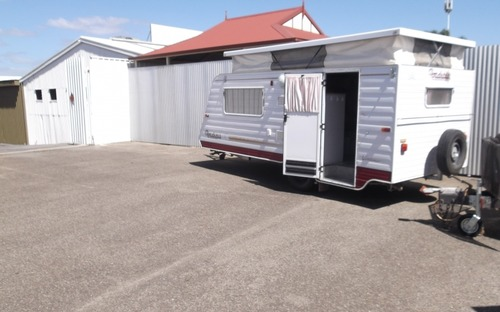 Side view of Roadstar Vacationer Poptop Caravan