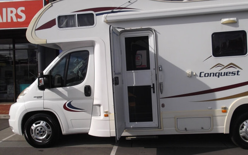 Side view of Jayco Conquest Motorhome